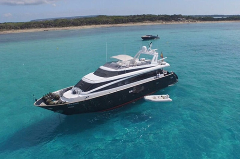 mondomarine_85_aurumyacht_luxury_charter (2) (Large)